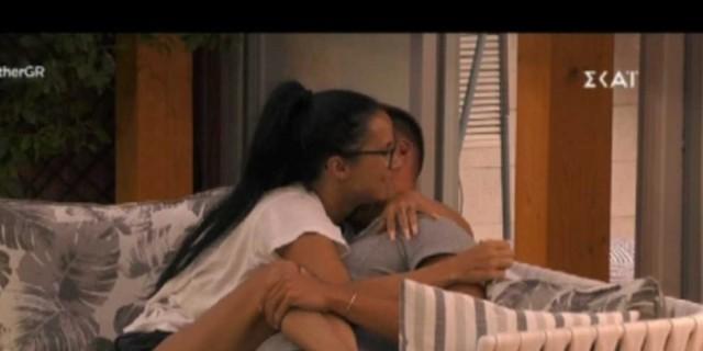 Big Brother: Ξεκαθάρισαν τη σχέση τους η Σοφία και ο Παναγιώτης