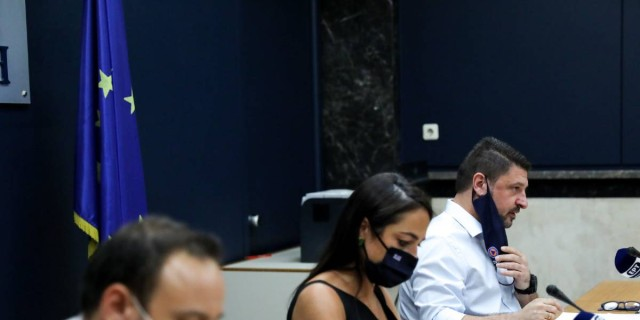 Κορωνοϊός: Live η ενημέρωση Μαγιορκίνη  - Χαρδαλιά