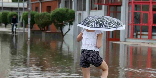 Καιρός: Έκτακτο δελτίο επικίνδυνων φαινομένων - Καταιγίδες μέχρι το πρωί της Τρίτης