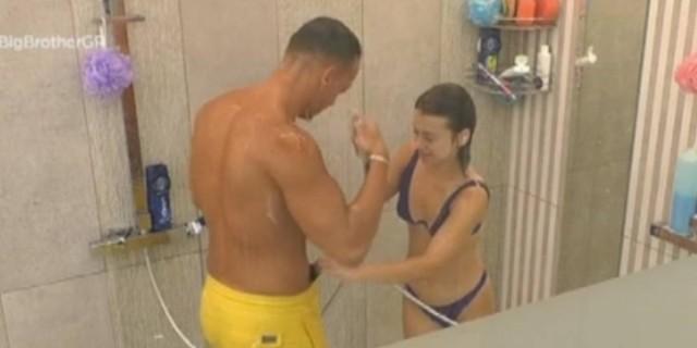 Big Brother: Νέα αποκαλυπτικά πλάνα - Η Ραΐσα τράβηξε το μαγιό του Παναγιώτη μέσα στο μπάνιο