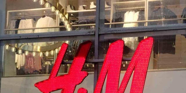 Must have το ψηλόμεσο παντελόνι από τα H&M - Το θέλουν όλες οι πελάτισσες