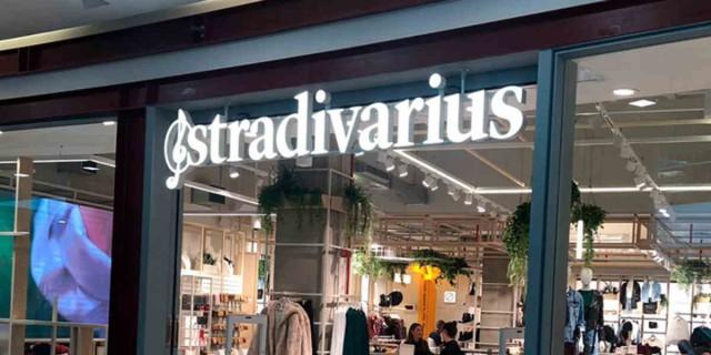 Αυτό είναι το τζιν που έχουν ερωτευτεί όλες οι γυναίκες από τα Stradivarius με 25,99