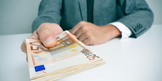 Επίδομα 400 ευρώ: Τι αλλάζει για τους αυτοαπασχολούμενους επιστήμονες