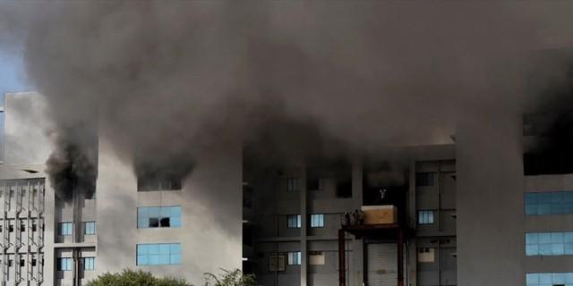 Ινδία: Ξέσπασε νέα μεγάλη φωτιά - Στις φλόγες μονάδα κρυοσυντήρησης βλαστοκυττάρων