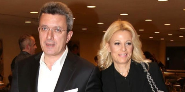 Το τρυφερό φιλί του Νίκου Χατζηνικολάου στην σύζυγο του, Κρίστη Τσολακάκη