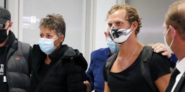 Survivor 4: Επέστρεψαν στην Ελλάδα η Σοφία Μαργαρίτη και ο Κρις Σταμούλης
