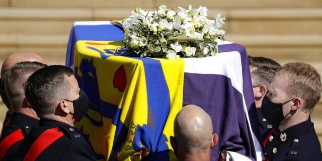 Κηδεία πρίγκιπα Φίλιππου: Το ελληνικό στοιχείο πάνω στην σημαία του φέρετρου του