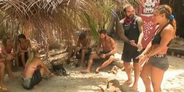 Survivor 4: Μέχρι και τα μποξεράκια του πήρε η Μαριαλένα του Σάκη