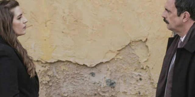 Άγριες Μέλισσες: H Ελένη μαθαίνει την αλήθεια από τον Βόσκαρη και ξεφτιλίζει τον Δούκα