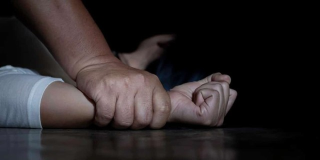 Πετράλωνα: Συγκλονίζει η 50χρονη με την εξομολόγηση για τον βιασμό της