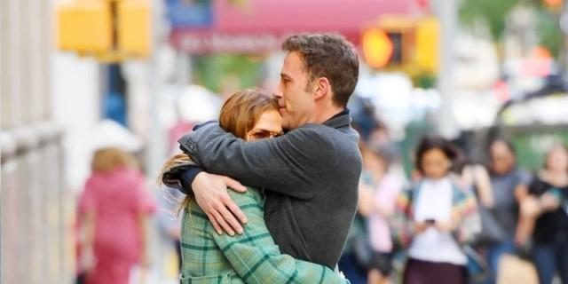 Τζένιφερ Λόπεζ - Μπέν Άφλεκ: Τρυφερά φιλιά και αγκαλιές στους δρόμους της Νέας Υόρκης χθες το απόγευμα