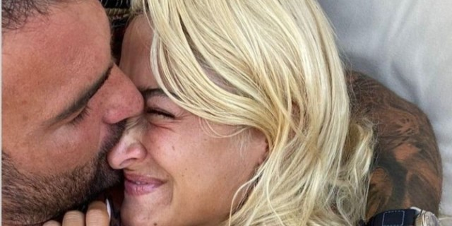 Είναι ερωτευμένοι και δεν το κρύβουν - Η φωτογραφία με το καυτό φιλί Τούνη - Αλεξάνδρου