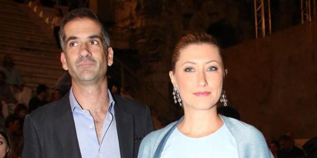 Βυθισμένοι στη θλίψη ο Κώστας Μπακογιάννης και η Σία Κοσιώνη