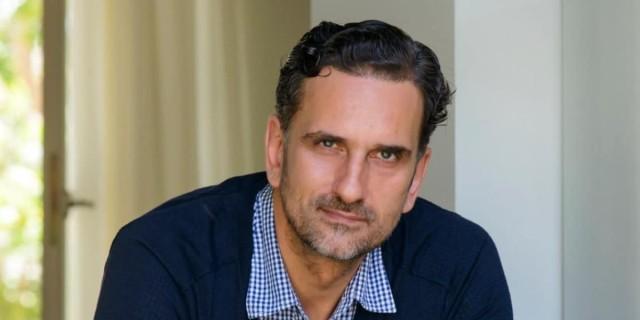 Νίκος Ψαρράς: «Ο ηθοποιός πρέπει να έχει πολλά θέματά του λυμένα για να...»