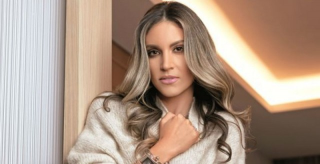 Αθηνά Οικονομάκου: Φόρεσε το πιο σικάτο σετ σακάκι με φούστα  - Θα το ζηλέψεις