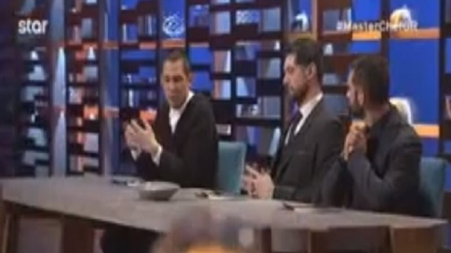 Master Chef: Απίστευτο! - Με… καλέμι και σφυρί έκοψε το brownie ο Λεωνίδας Κουτσόπουλος! (Video)