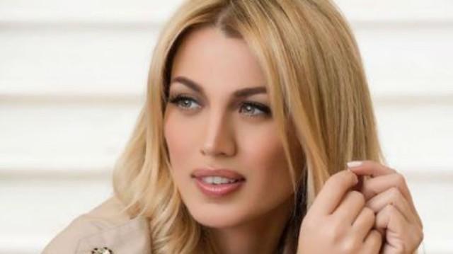 Κωνσταντίνα Σπυροπούλου: Ποζάρει μόνο με την πετσέτα και
