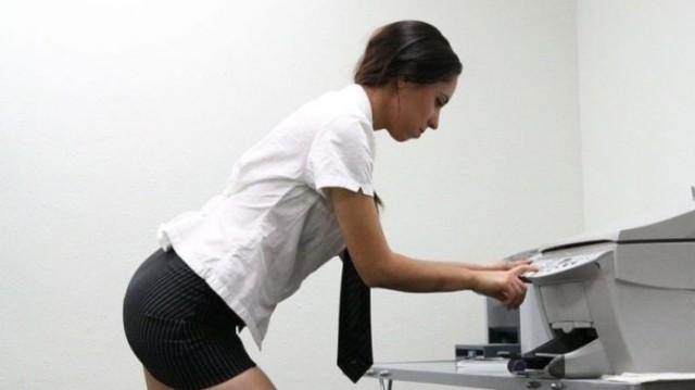 Aληθινή ερωτική ιστορία: «Η γραμματέας μου μπήκε κάτω από το γραφείο και...»