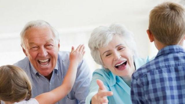 Η ιδιαίτερη σχέση των παππούδων με τα εγγόνια! Σε τι κάνει καλό;