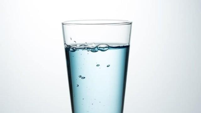 Τόσο νερό πρέπει να πίνετε ανάλογα με το βάρος σας!