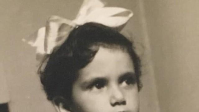 Το κοριτσάκι της φωτογραφίας είναι πασίγνωστη Ελληνίδα τραγουδίστρια! Την αναγνωρίζετε;