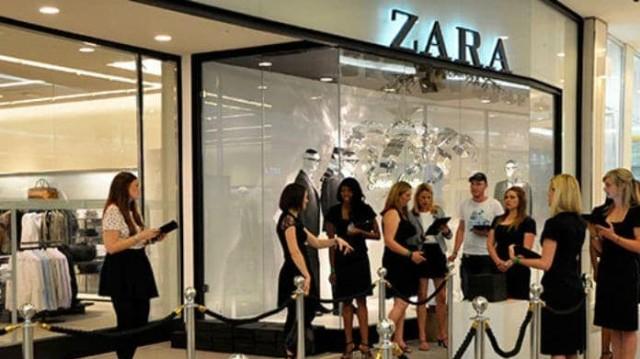 Zara: Το black off-shoulder top από την νέα συλλογή θα σε κάνει βασίλισσα το Σαββατόβραδο!