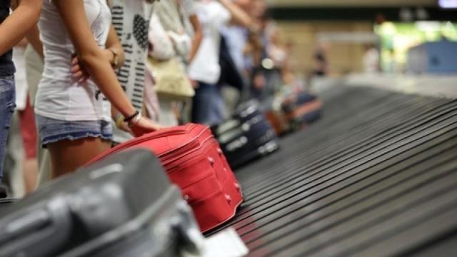 Ταξιδιώτες προσοχή: Τα tips για να μην σας κλέψουν ποτέ τη βαλίτσα!