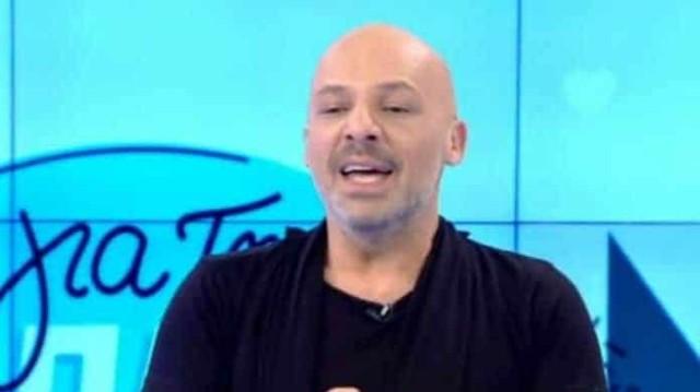 Νίκος Μουτσινάς: Έκανε δώρο εσώρουχο σε καλεσμένο του! Δεν φοράει ποτέ!
