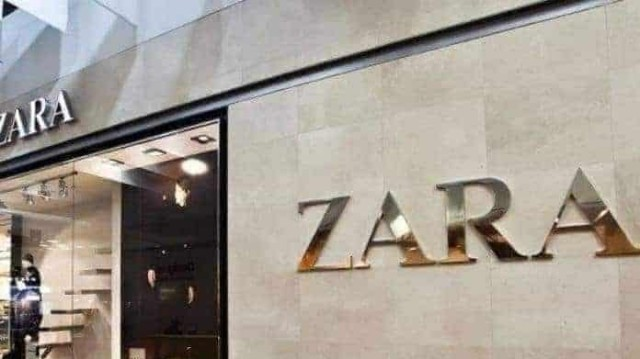 Zara: Το πλισέ φόρεμα με το αβυσσαλέο ντεκολτέ απόψε θα σε απογειώσει!
