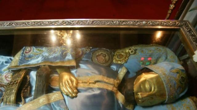 Ανατριχιαστικό θαύμα από τον Άγιο Ιωάννη τον Ρώσσο! Γυναίκα είδε το κεφάλι του και άρχιζε να φωνάζει!