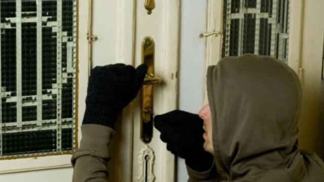 Απίστευτο! Διαρρήκτης μπήκε στο σπίτι του και αντί να τον κλέψει του έκανε...