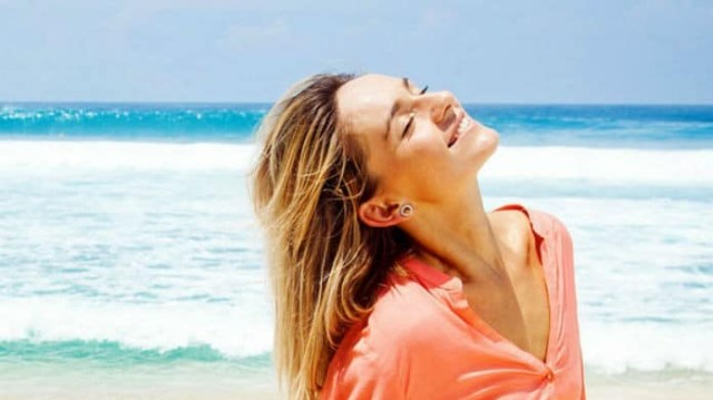 4 tips για να έχετε λαμπερά μαλλιά όλο το καλοκαίρι!