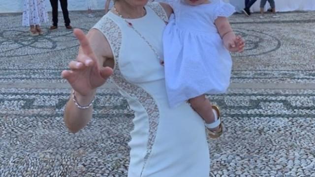 Γνωστή τραγουδίστρια βάφτισε «μυστικά» την κόρη της!