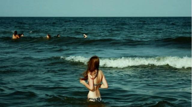 Τι συμβαίνει στο σώμα σου όταν βουτάς σε παγωμένα νερά!