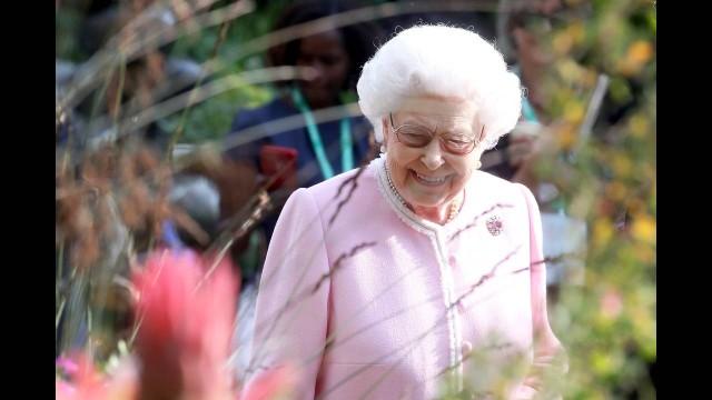 Βασίλισσα Ελισάβετ: Τι κουβαλάει πάντα στην τσέπη της; Δεν πάει το μυαλό σας!