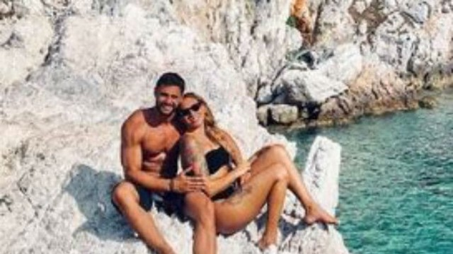 Ευρυδίκη Βαλαβάνη - Κωνσταντίνος Βασάλος: Full in love! Το τρυφερό φιλί στην κάμερα!