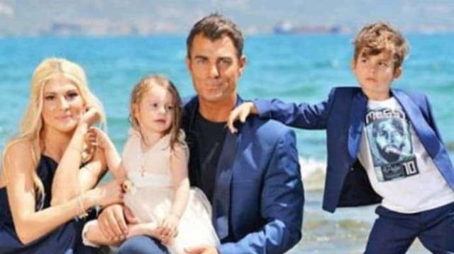 Στέλιος Χανταμπάκης - Όλγα Πηλιάκη: Σύσσωμη η οικογένεια ξαναχτυπά! Δείτε την επική φωτογραφία με τα παιδιά τους!