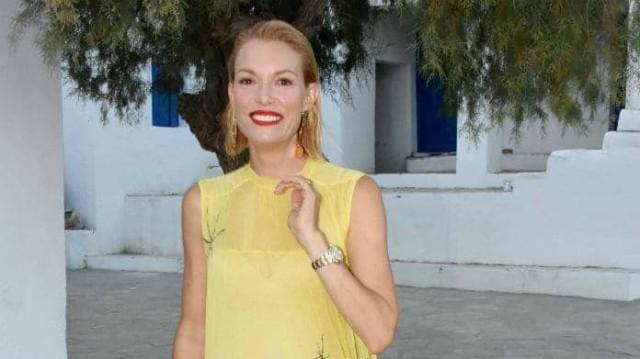 Βίκυ Καγιά: Έδωσε πάνω από 200 ευρώ για αυτό το κίτρινο φόρεμα! Εσείς θα το φορούσατε;