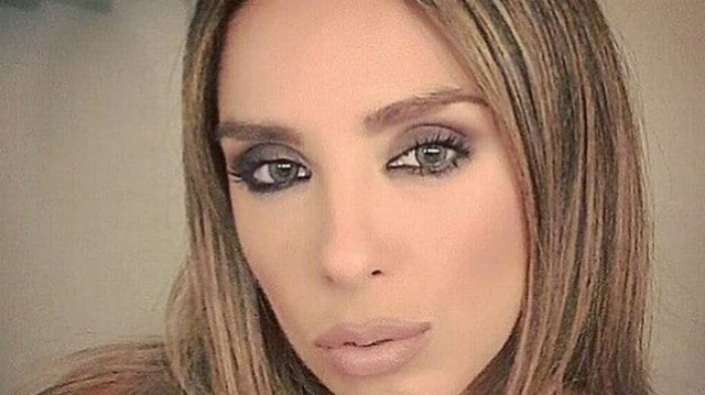 Χριστίνα Ψάλτη: Ποζάρει με το μαύρο μικρό της μπικίνι στα βράχια και προκαλεί «σεισμό»!