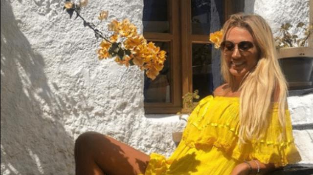 Κωνσταντίνα Σπυροπούλου: Μοιράζει «εγκεφαλικά» με το μωβ μαγιό της και την εντυπωσιακή πόζα της!