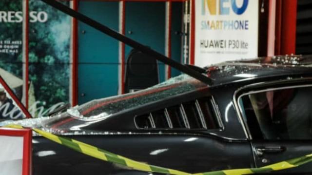 Απίστευτο! Ληστές «μπούκαραν» με αυτοκίνητο σε κατάστημα στην Πέτρου Ράλλη!
