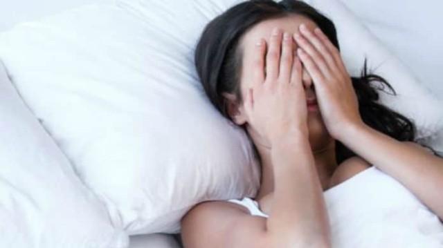 Μήπως έχεις συμπτώματα ΣΜΝ; Τα σημάδια που καμία γυναίκα δεν πρέπει να αγνοήσει!