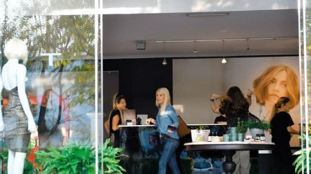 Ελένη Μενεγάκη: Έκτακτη επίσκεψη στο κομμωτήριο! Τι συνέβη με τα μαλλιά της; Φωτογραφίες ντοκουμέντο μόνο εδώ!