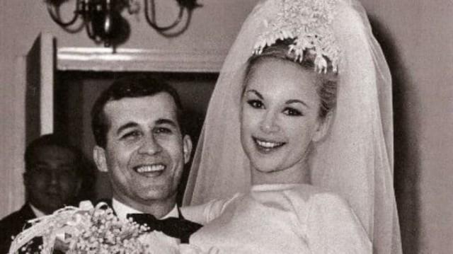 Αλίκη Βουγιουκλάκη: Πλήρης εγκατάλειψη στον τάφο του άντρα της! Οι εικόνες ντροπής....