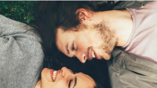 Αισθάνεστε απομακρυσμένος από την αγαπημένη σας; Αυτός είναι ο τρόπος για να την κερδίσετε πίσω!