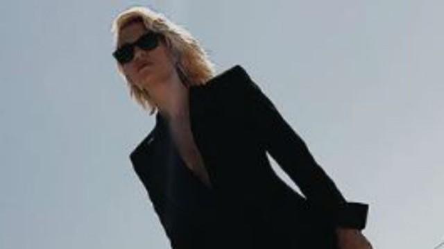 Βίκυ Καγιά: Περπάτησε φορώντας μόνο σίδερα για ρούχα! Η φωτογραφία θα σας αφήσει «κάγκελο»!