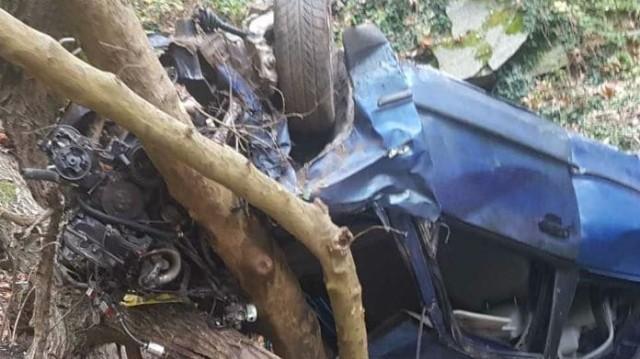 Τραγωδία στην Κατερίνη: «Λυγίζουν» οι εικόνες από το σμπαραλιασμένο αυτοκίνητο! Ακαριαίος θάνατος για την 17χρονη και την μητέρα της!