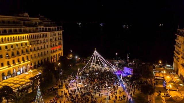 Έβαλε τα γιορτινά της η Θεσσαλονίκη! Το χριστουγεννιάτικο χωριό που στήθηκε στην πλατεία Αριστοτέλους!
