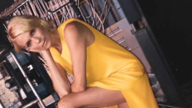 Βίκυ Καγιά: Ανέβασε την θερμοκρασία! Το κοντό φόρεμα με την πλάτη εξω! Πιο... καυτή απο ποτε!