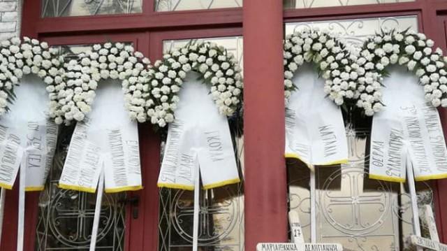 Απέραντη θλίψη! Εικόνες από την κηδεία της Μαρίας- Ιωάννας και της μητέρας της στην Κατερίνη!